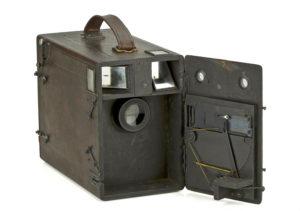 Càmera de càrrega múltiple per a 12 plaques de 9 × 12, de l'any 1915.